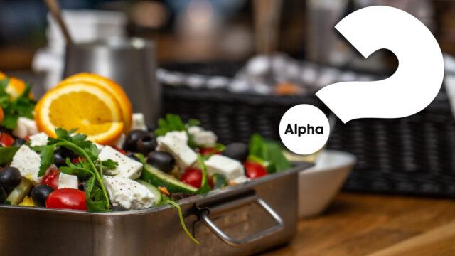 Bild på mat med Alpha-loggan i ena hörnet - kurs i kristen tro