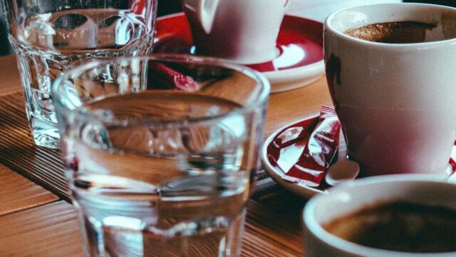 Caféet - glas och koppar