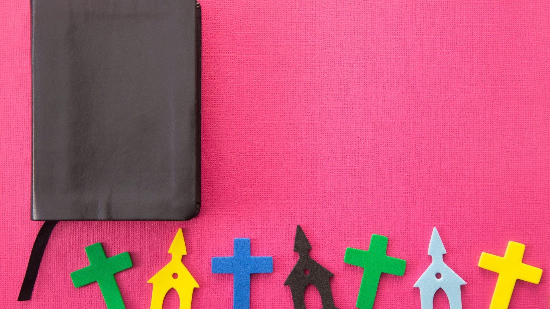 210117-gtj-webb-kompis bibel kors kyrka rosa