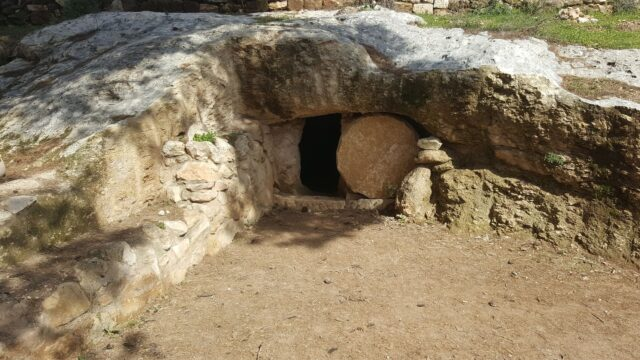jesus grav tom sten block