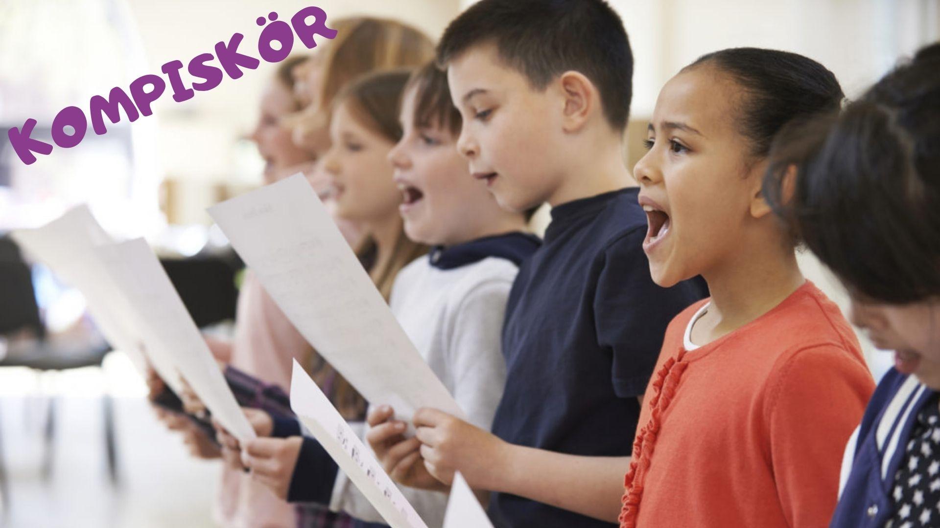 barn sjunger kompiskör