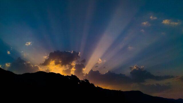 himmel berg sol moln