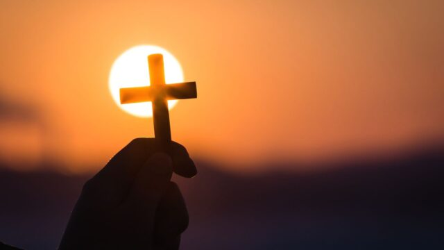 kors soluppgång solnedgång hand