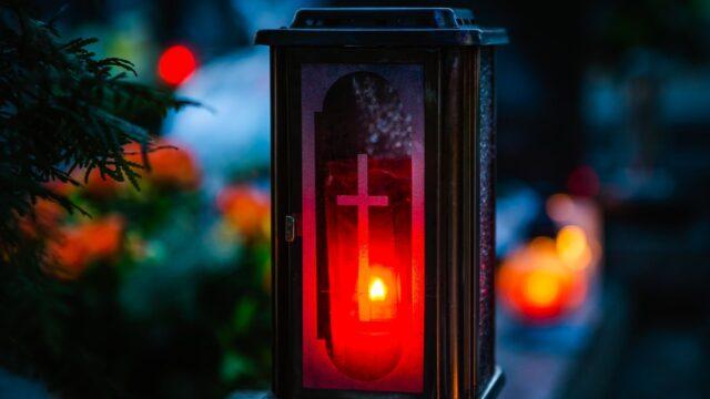 ljus kyrkogård lyckta vinter allhelgona